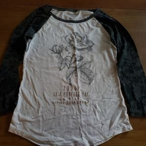 Juniors Size Small American Eagle Shirt